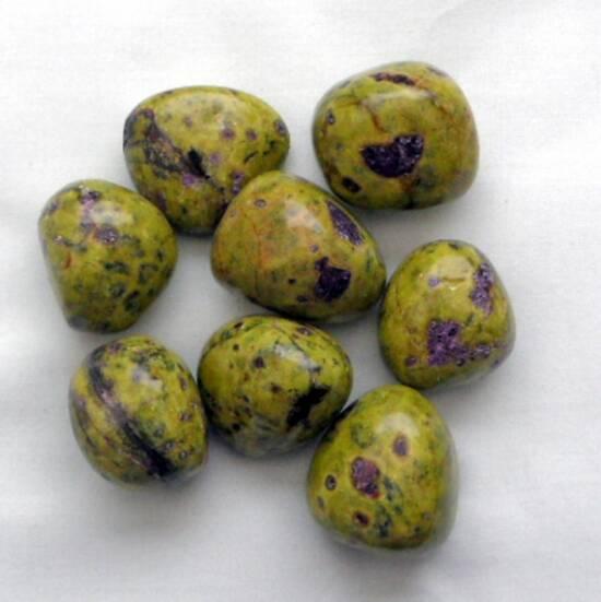 Serpentine & Stitchtite Tumbled Stone