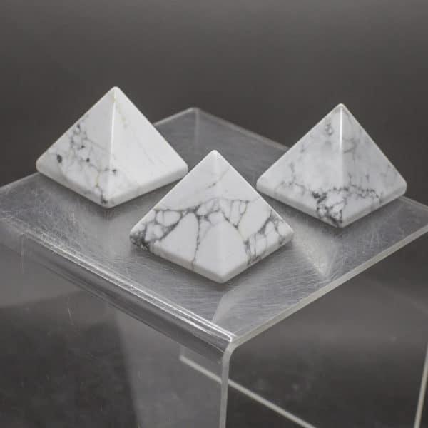 Howlite Pyramid (1)