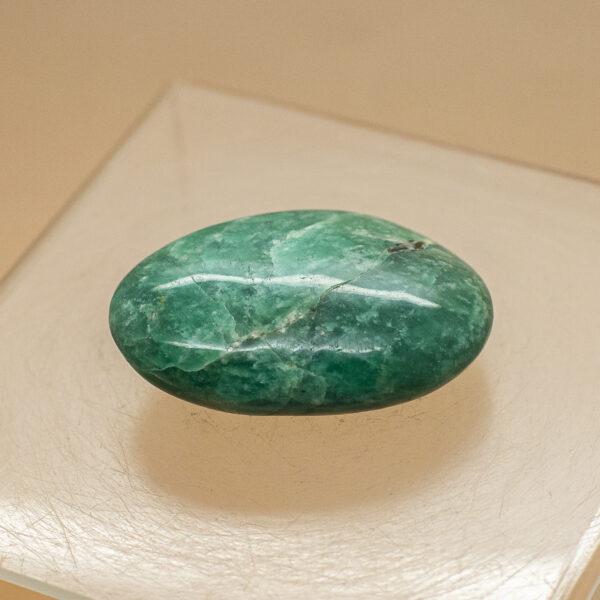 amazonite hand stone (1)